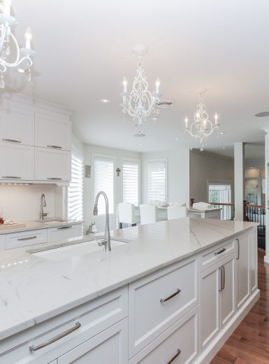 classic, elegant kitchen, glas cabinets, marble counters, marble backsplash, glass pendants (1)