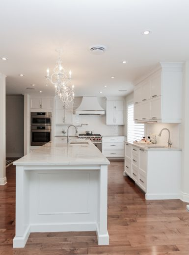 classic, elegant kitchen, glas cabinets, marble counters, marble backsplash, glass pendants (2)