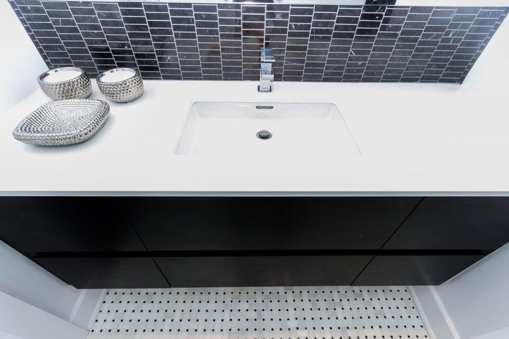 modern black and white bathroom, marble (1)