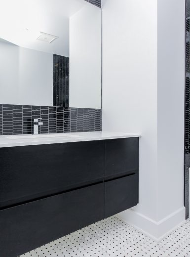modern black and white bathroom, marble